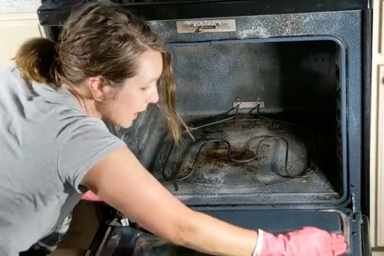 How To Clean The Worst Most Dirty Oven With Baking Soda & Vinegar